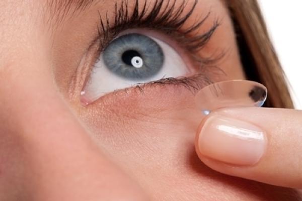 A kontaktlencsék kivételének lépései